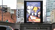 英国伯明翰斗牛场购物中心北部停车场处数字屏幕