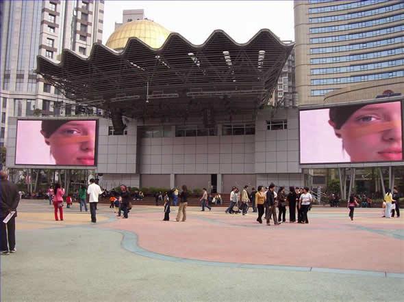 上海南京路步行街世纪广场LED大屏幕